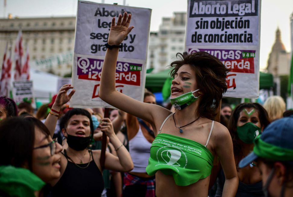 Argentina aprova legalização do aborto até a 14ª semana de gestação