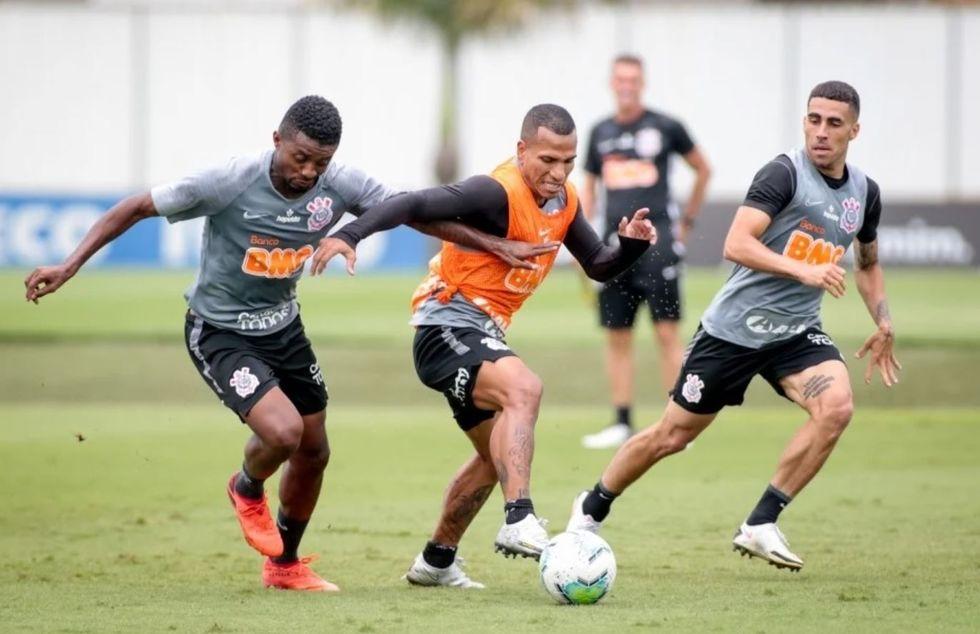 Cantillo continua sem treinar no Timão