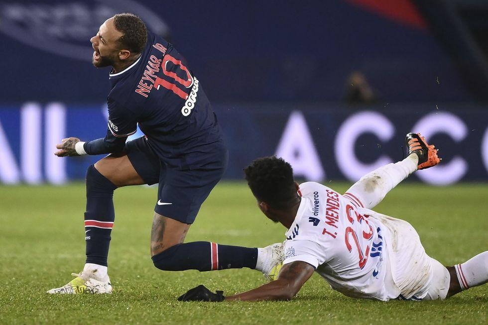 Contusão de Neymar não é grave