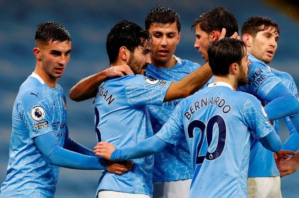 Covid suspende jogo da Premier League