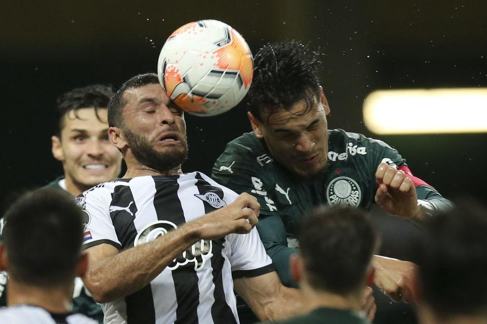 Exame não detecta lesão em Gómez