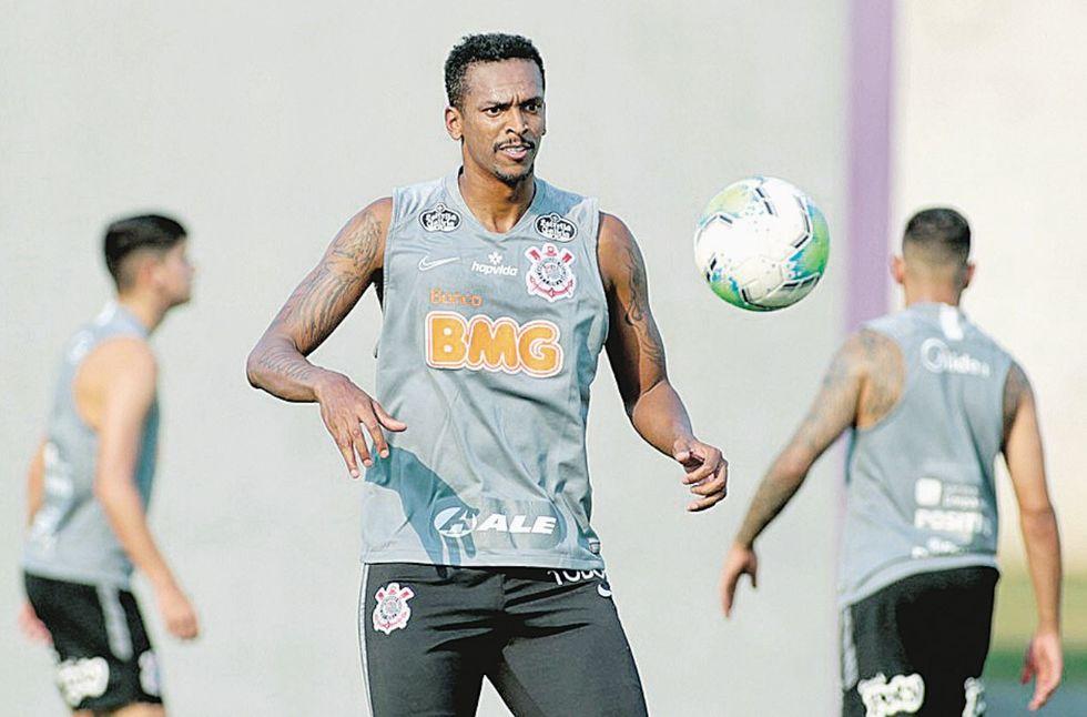 Jô volta ao Timão para enfrentar o Goiás