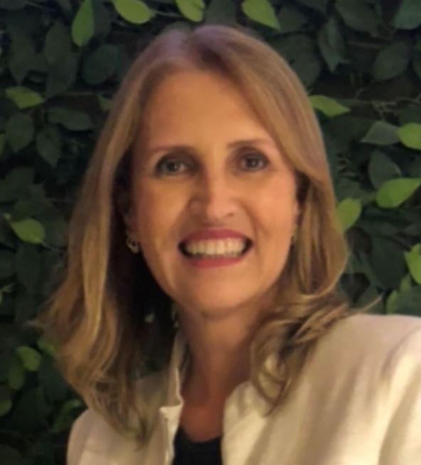 Liliana Alves está no Salão Luiz Sacilotto