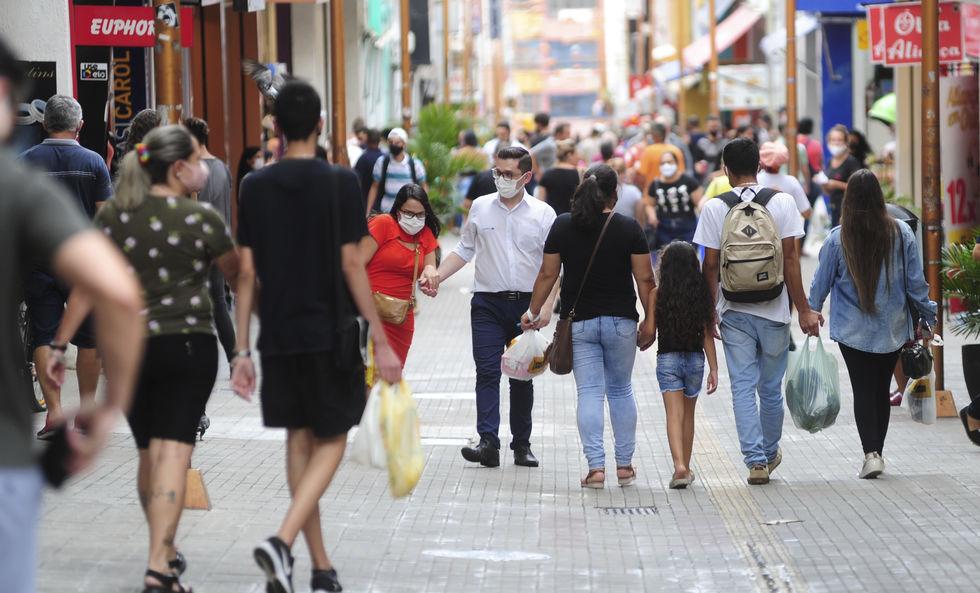 Durante o dia, consumidores movimentaram o comércio de Sorocaba. Crédito da foto: Fábio Rogério (7/12/2020)
