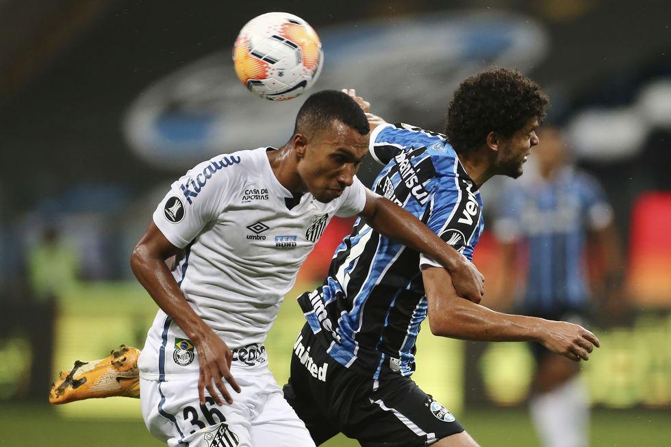 Lucas Braga celebra boa fase no Santos