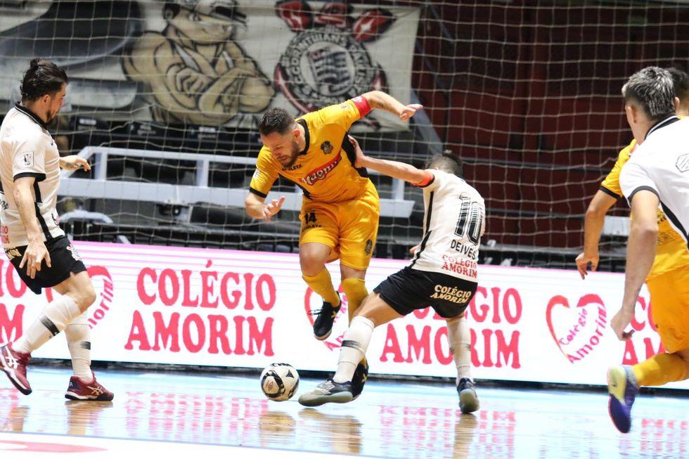 Magnus e Corinthians empatam por 1 a 1