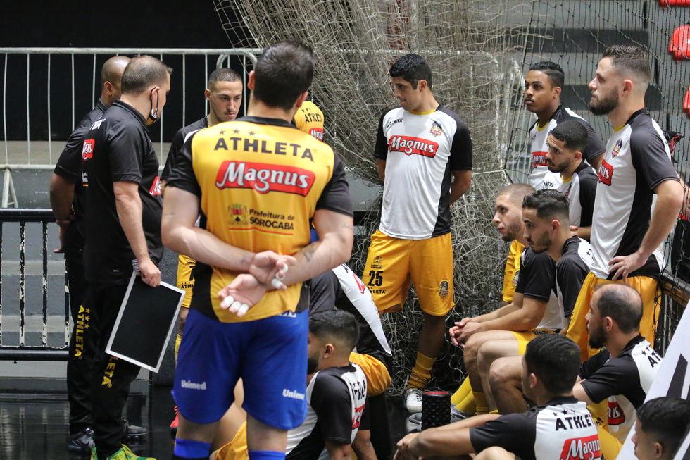 Magnus pega o Corinthians pelo bi da Liga