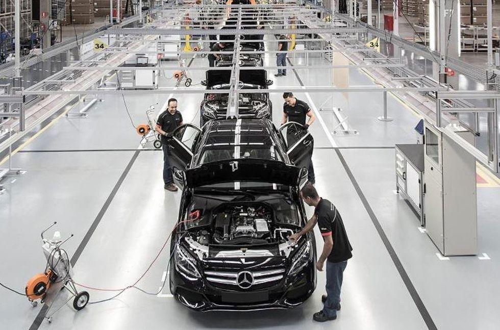 Mercedes fecha fábrica de carros no Brasil