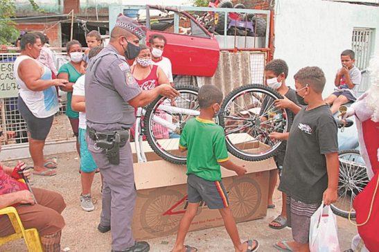 PM atende cartas de crianças da região do Éden, Cajuru e Brigadeiro Tobias