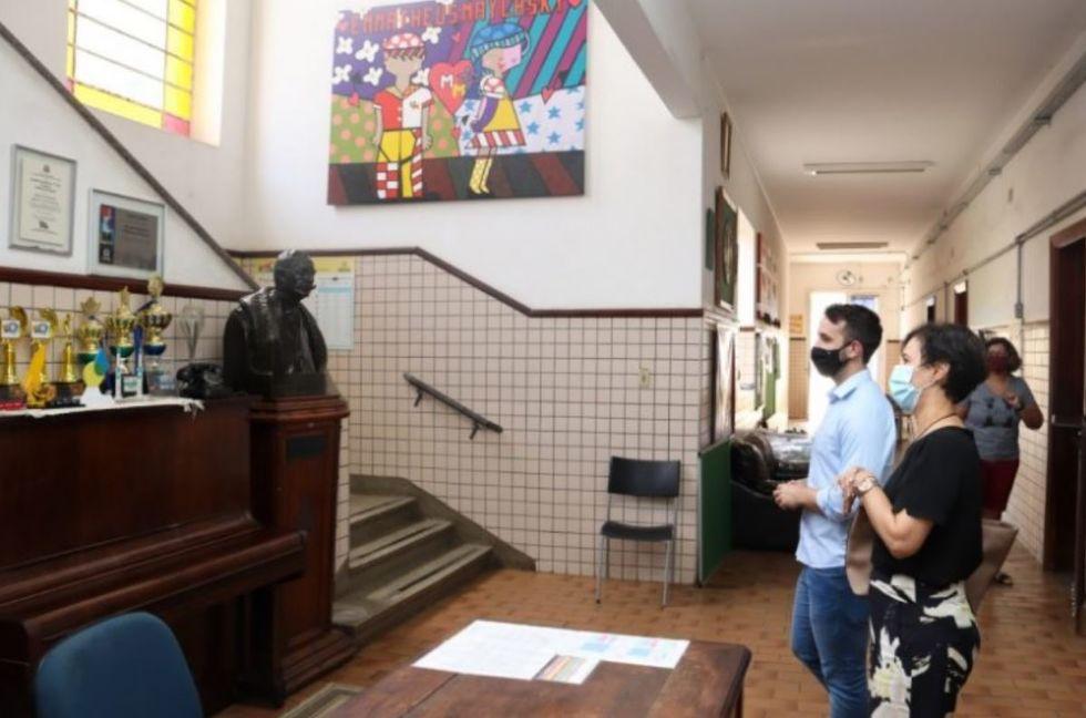 Prefeita visita escola que terá programa cívico-militar