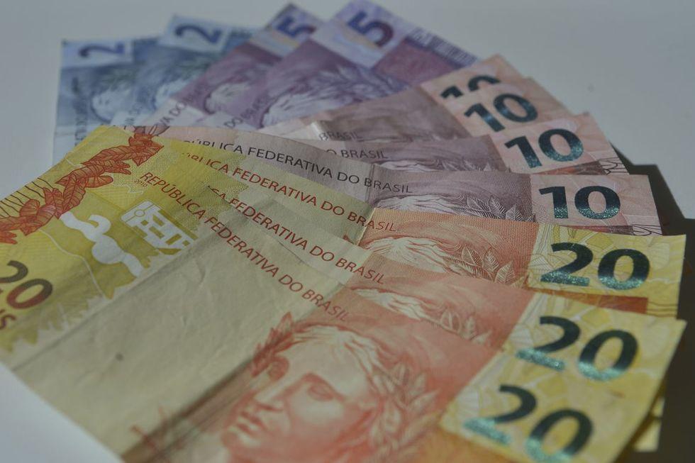 Salário mínimo vai subir para R$ 1.100 em 2021