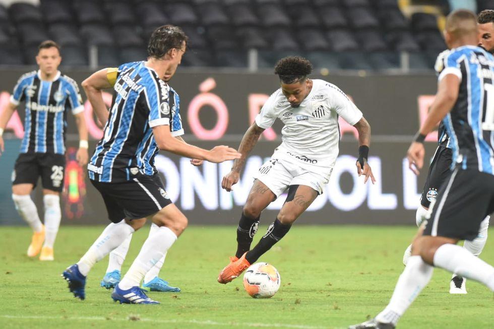 Santos e Grêmio disputam classificação