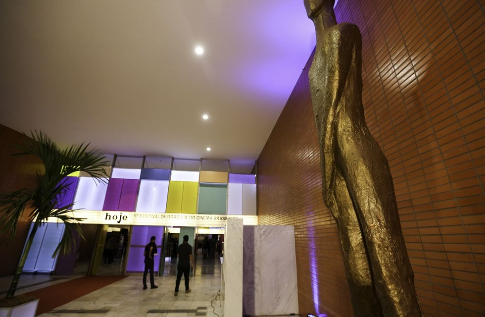 Cerimônia de abertura do 51º Festival de Brasília do Cinema Brasileiro, no Cine Brasília. Crédito da foto: Fabio Rodrigues Pozzebom/Agência Brasil (15/12/2020)