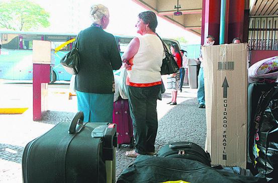 Covas e Doria reduzem faixa de idosos com transporte grátis
