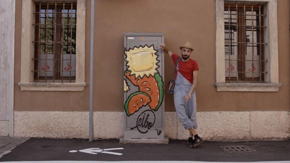 Italiano combate símbolos de ódio com imagens de comida