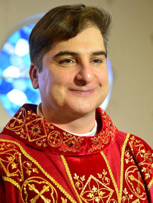 Entrevista: Padre Flávio, gestor da Santa Casa