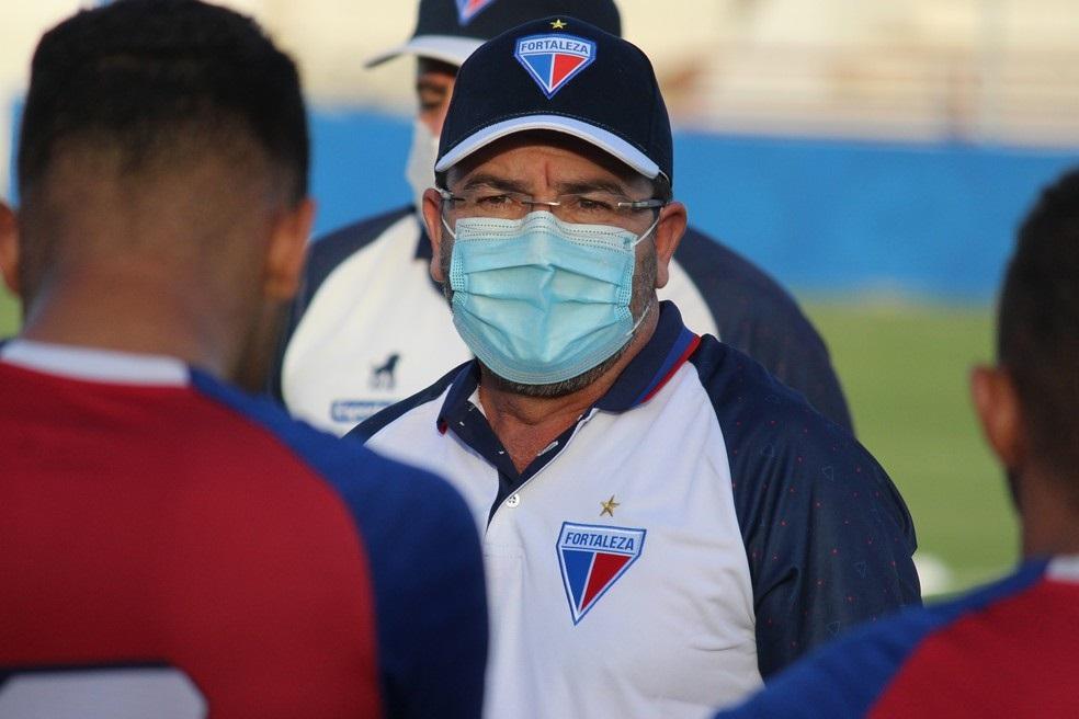Enderson Moreira, ex-Goiás, assumiu ontem o Leão do Pici.