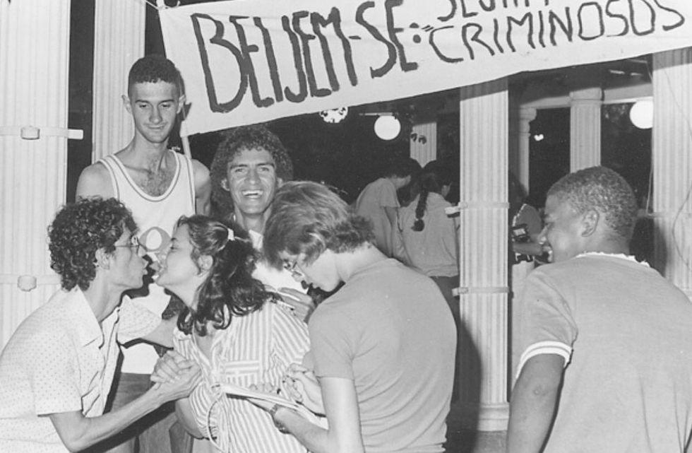 Bate-papo virtual lembra os 40 anos da 'Noite do Beijo'
