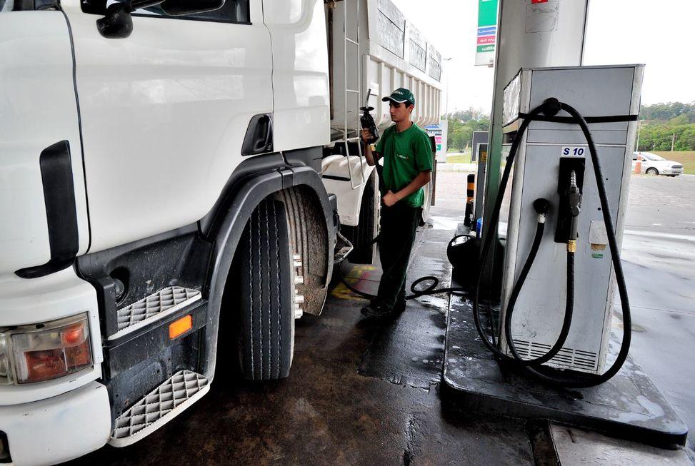 Bolsonaro quer reduzir preço do diesel