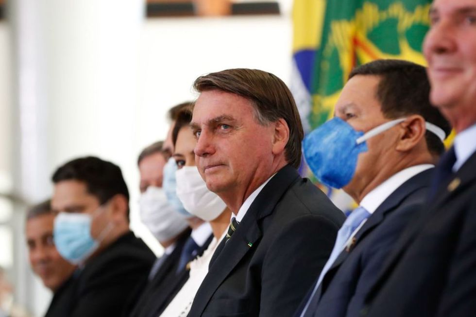 Bolsonaro sinaliza chance de haver novo auxilio financeiro