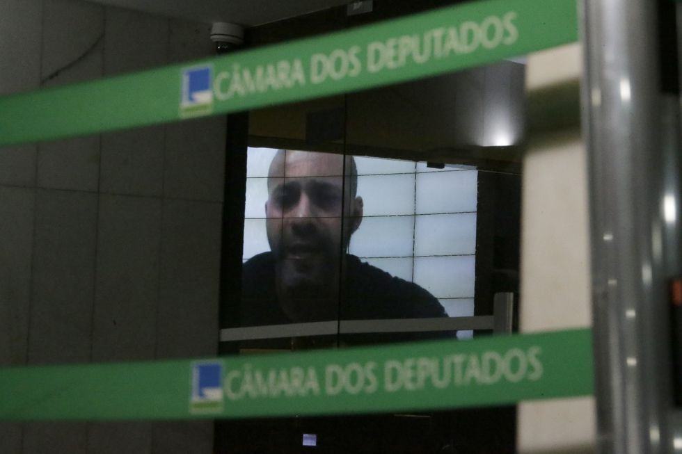 Câmara mantém deputado Silveira preso