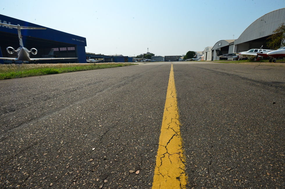 Cessão de área para donos de hangares é suspensa
