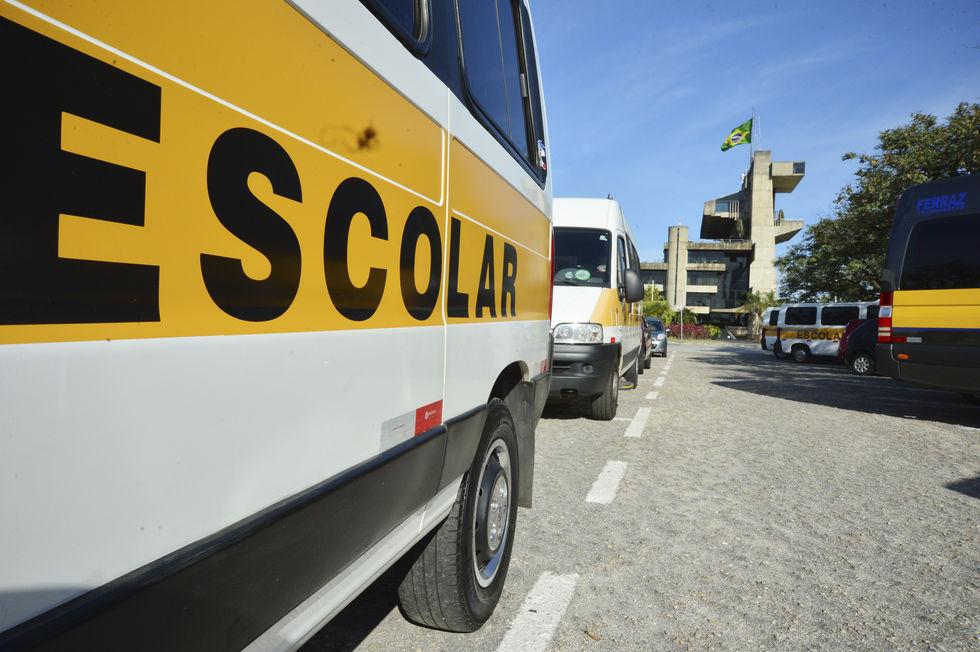 Condutores de vans reclamam da cobrança de taxa pelo Detran-SP