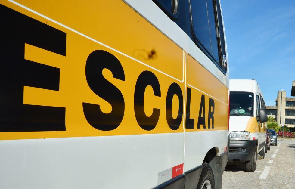 Pela lei, motoristas de vans escolares receberão três parcelas mensais de R$ 600