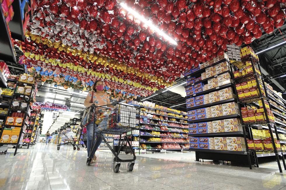 Fábricas e supermercados adiantam a produção e venda dos ovos de chocolate