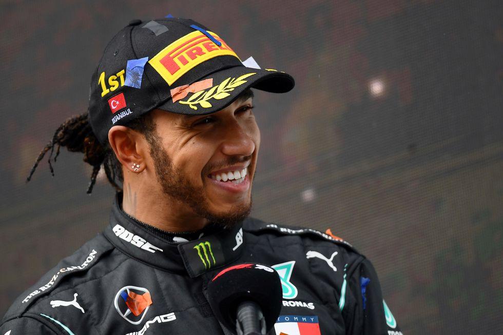 Hamilton segue na Mercedes e na F1