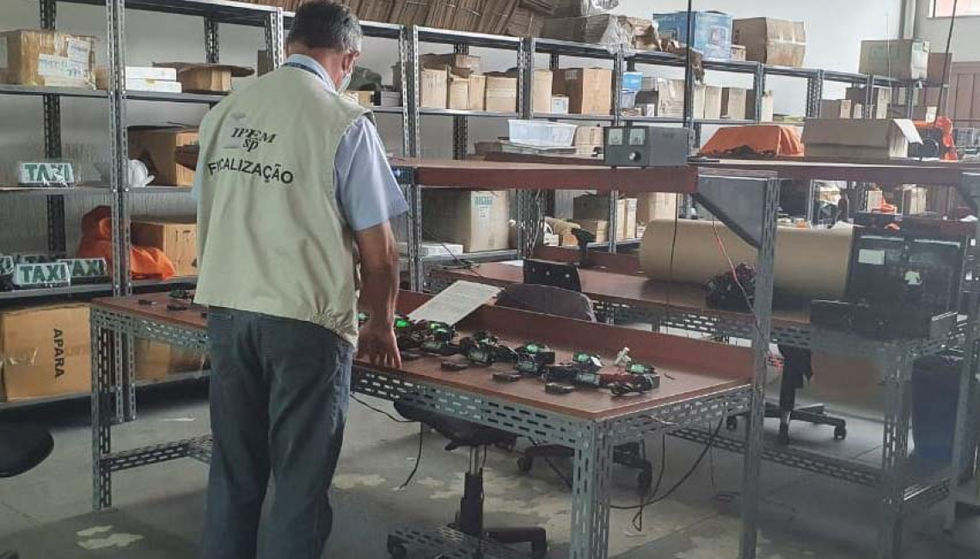 Ipem-SP verifica taxímetros no fabricante, em Cerquilho