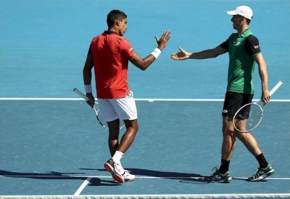 Melo e Monteiro avançam em duplas