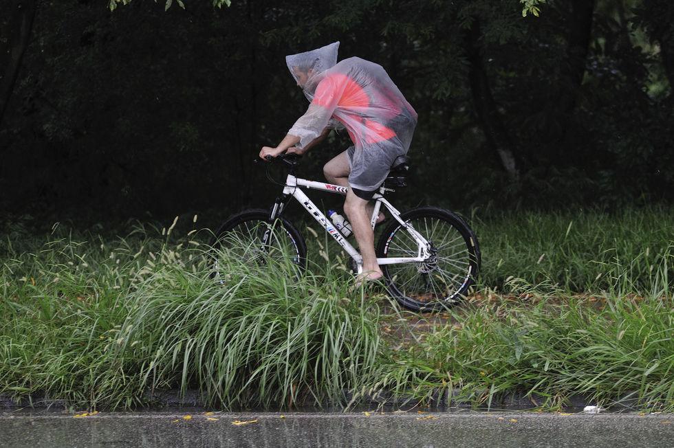 Pedalando na chuva