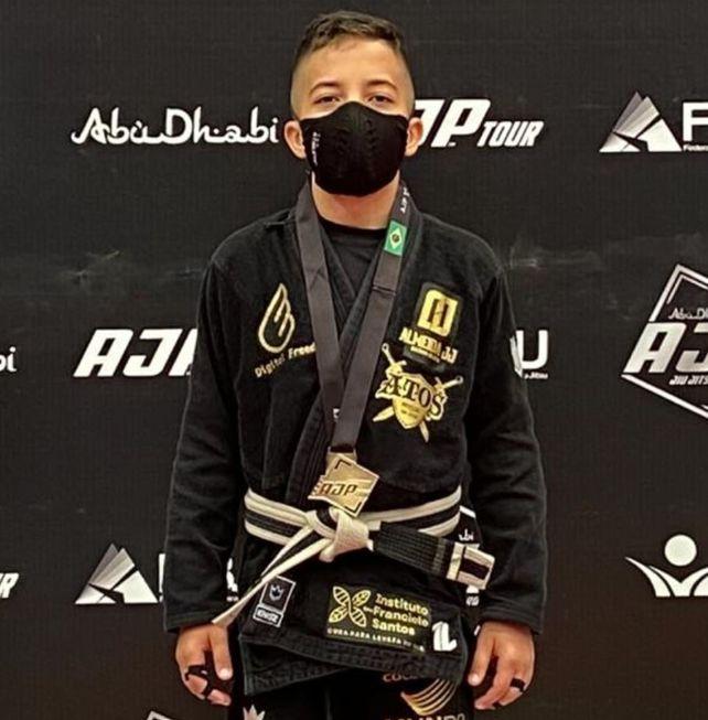 Lutador sorocabano ganha ouro no jiu-jítsu