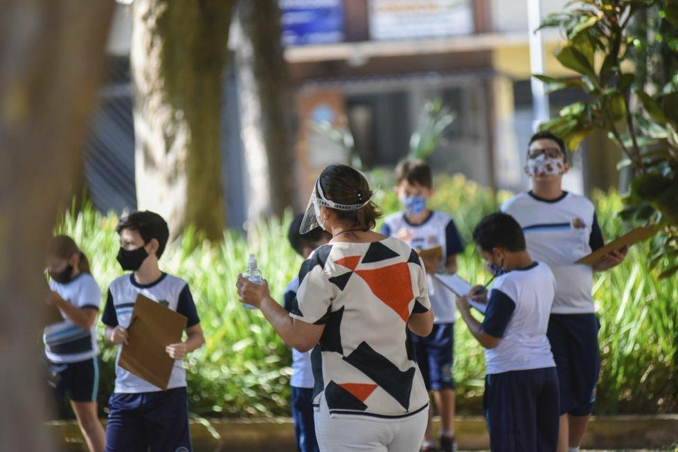 Aulas ao ar livre evitam contágio e uso excessivo de telas