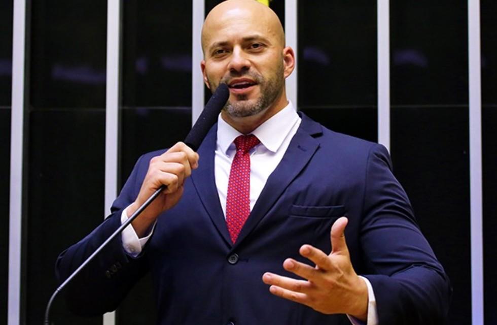 STF adia julgamento e deputado Daniel Silveira segue preso