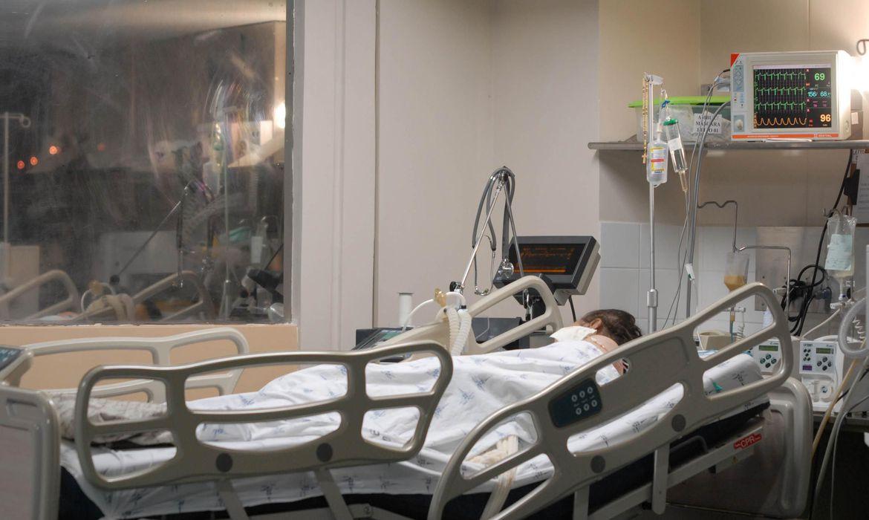 Unidade de Terapia Intensiva, UTI, Hospital, pacientes, tratamento, internação, equipamento hospitalar. Crédito da foto: Marcello Casal Jr./Agência Brasil
