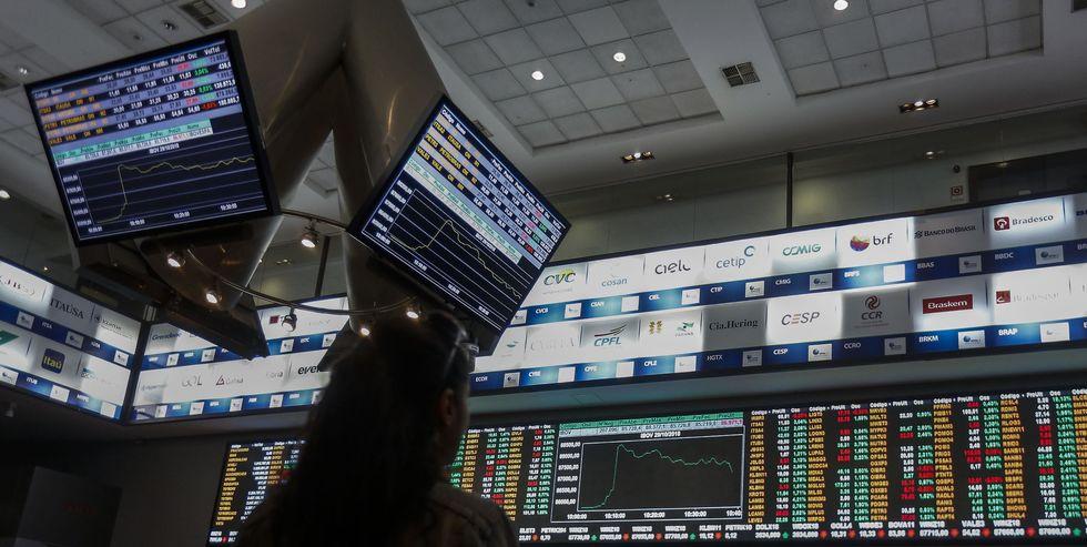 Apesar de restrições, Bolsa sobe 1,96%