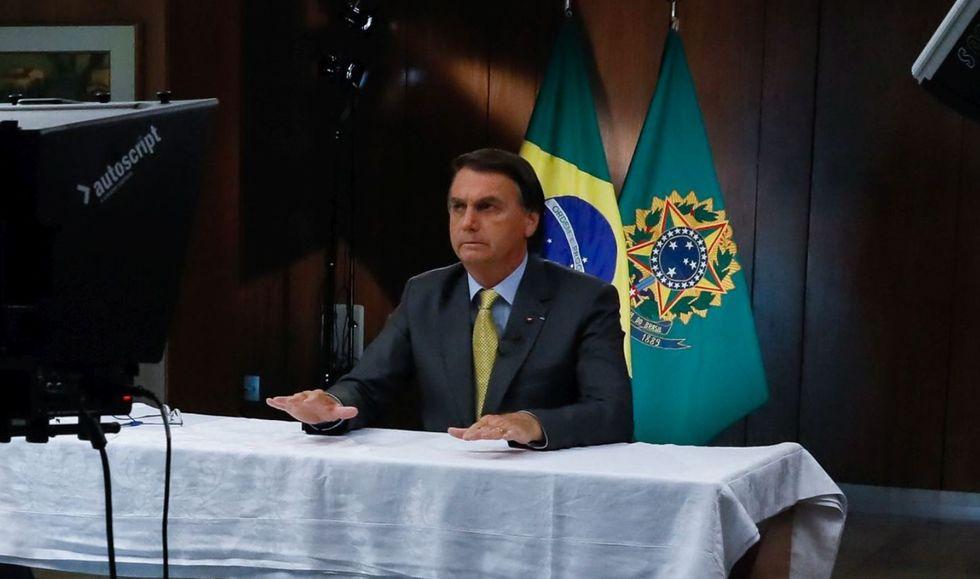 Bolsonaro garante vacinar toda a população em 2021