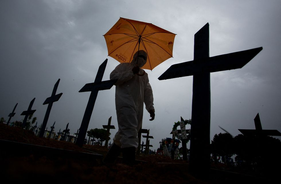 País supera marca de 4 mil mortos num dia