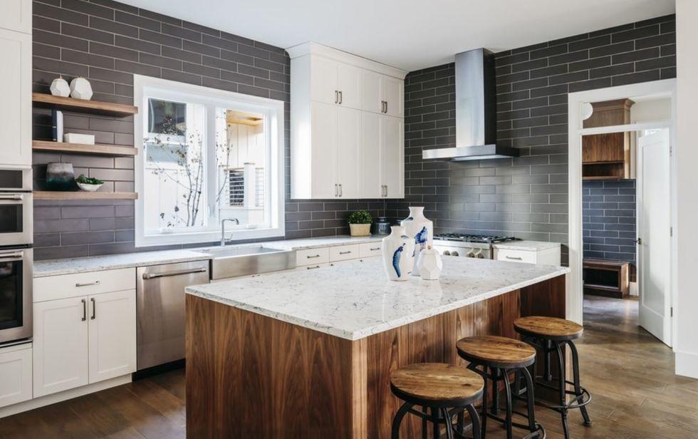 Como pintar azulejos e criar novo ambiente no banheiro e cozinha