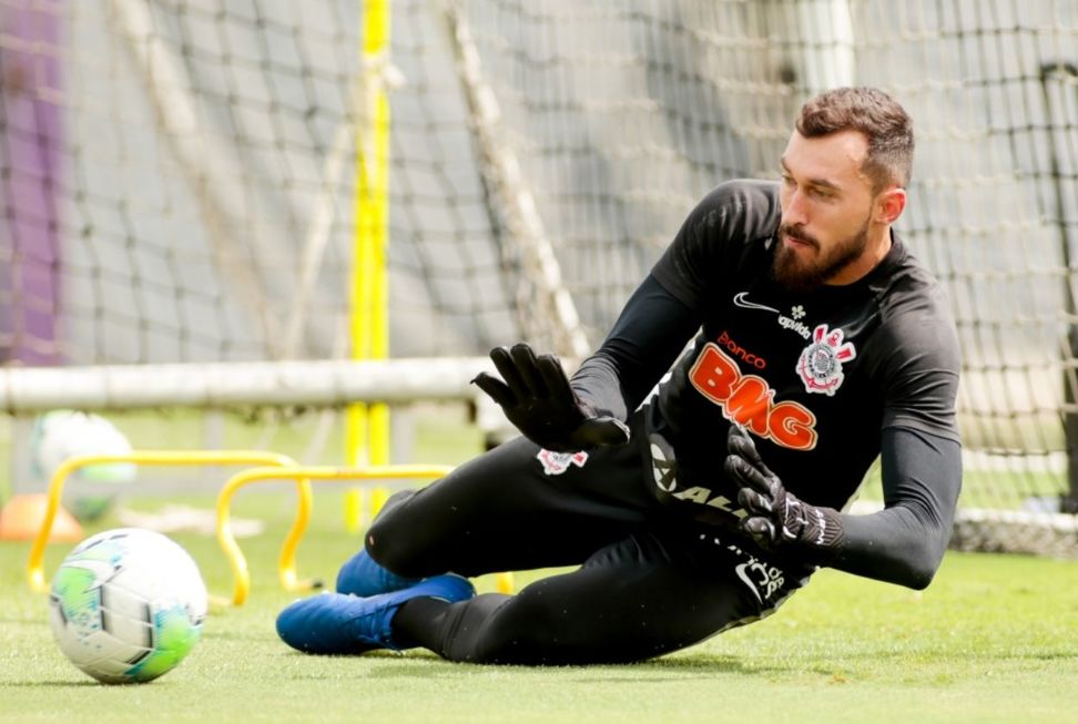 Corinthians enxuga elenco e corta gastos