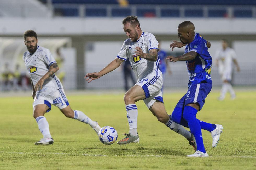 Cruzeiro segue na Copa do Brasil; Goiás cai