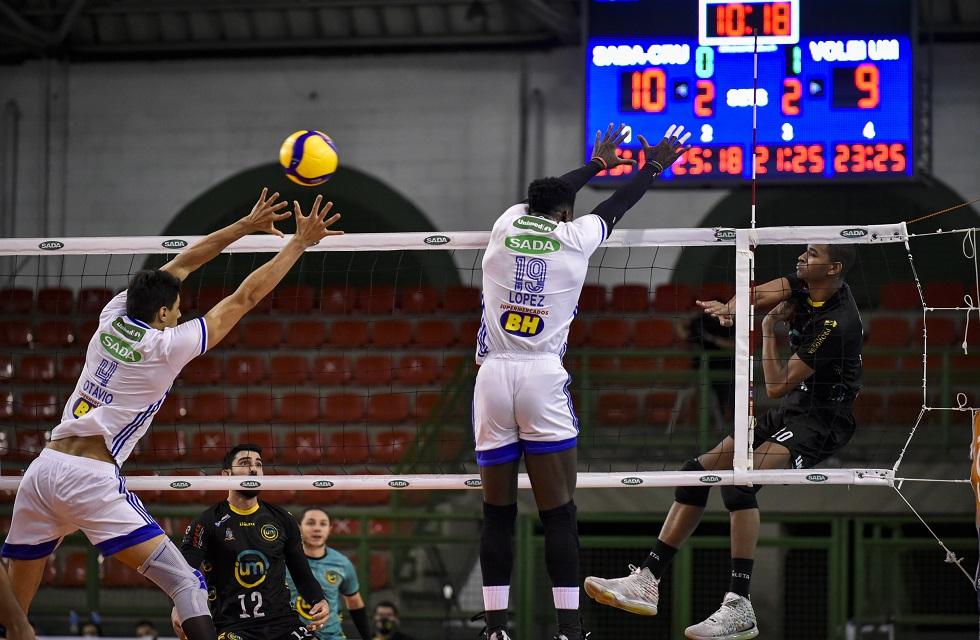 O Itapetininga venceu o Sada Cruzeiro por 3 a 2, de virada, e foi para as semifinais da Superliga 2020/2021.  - Agência i7/Sada Cruzeiro.
