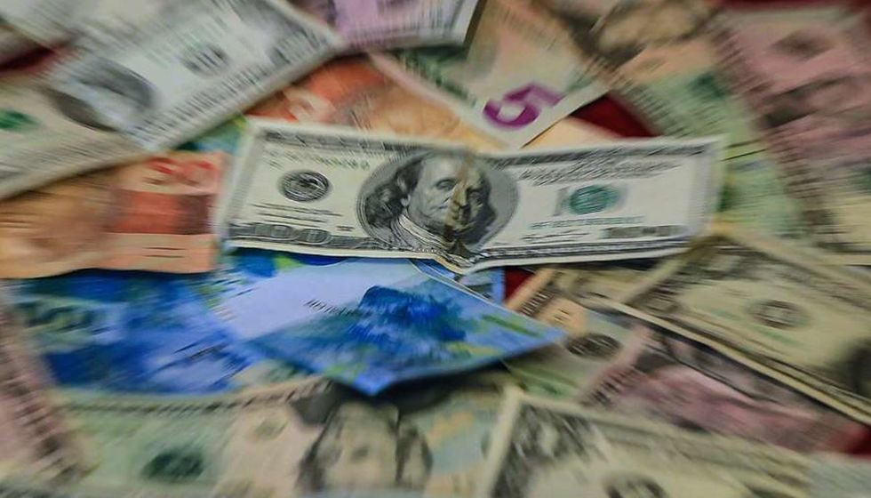 Dólar sobe 2,25%, para R$ 5,6396