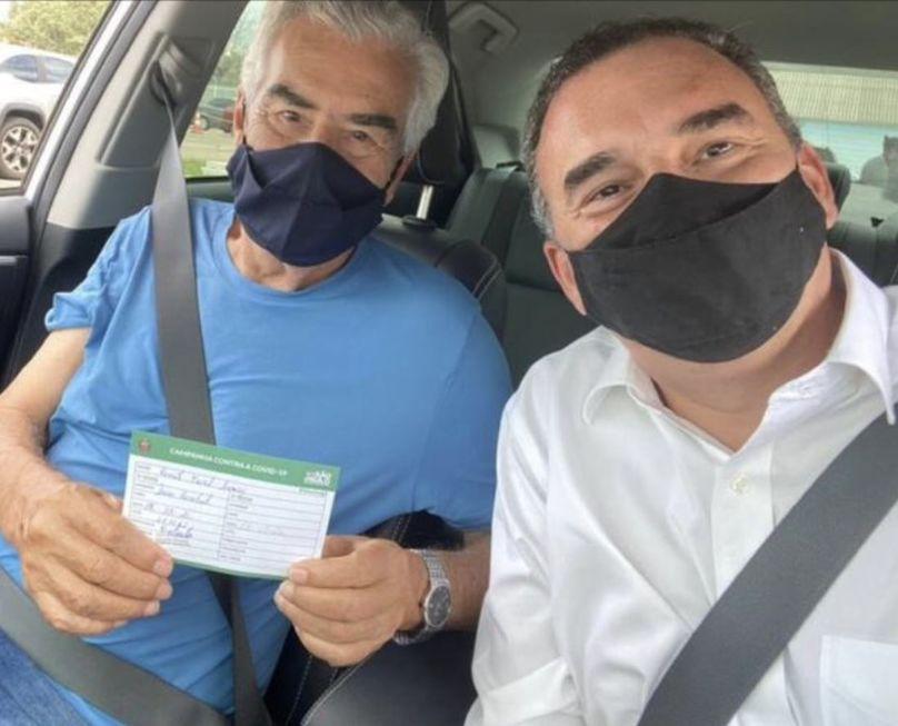 Ex-prefeito Renato Amary é vacinado