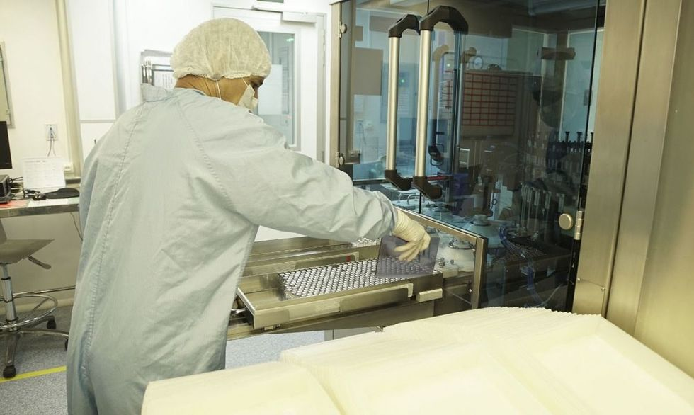 Fiocruz a aumenta produção de vacina