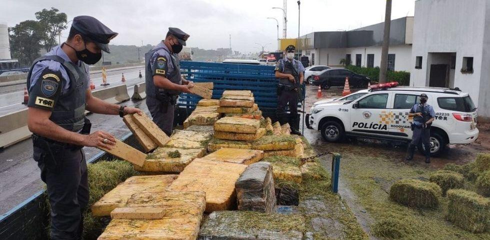 Homem levava 2,7 toneladas de maconha