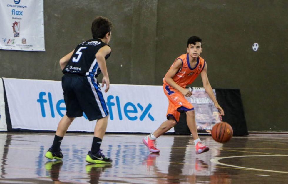 LSB dará aulas de basquete a filhos de egressos