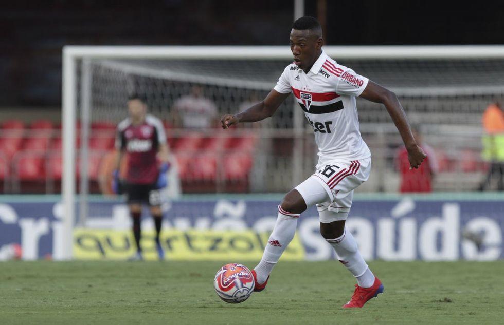 Léo volta a treinar no São Paulo